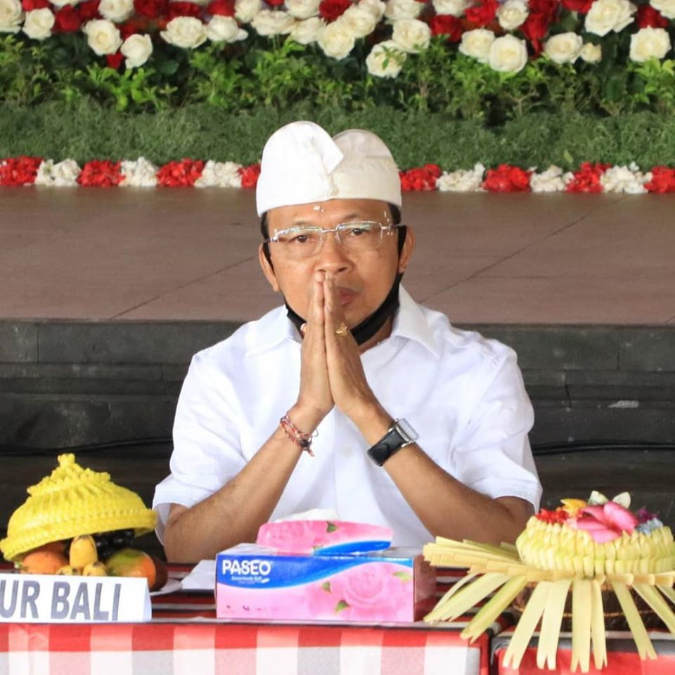 Bali Governor Wayan Koster speaking to the masses at Besakih Temple on Sunday, July 5 2020. Photo: Bali Provincial Government